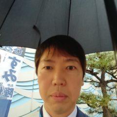 雨に負けずいつもの朝のご挨拶をさせて頂きました☔️(傘があると自撮りは、難しいですね😅)