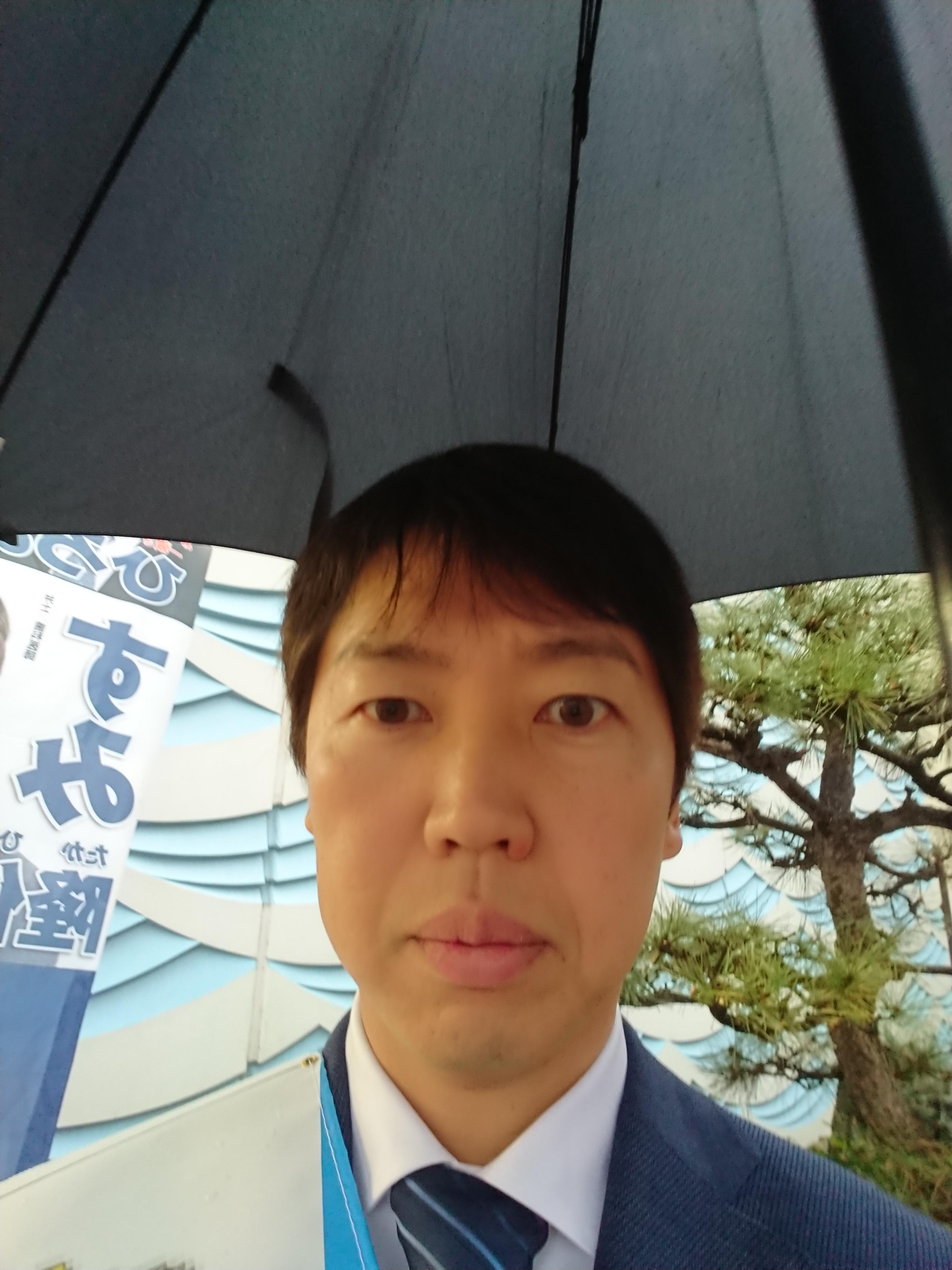 本日朝は、あいにくの雨☂️ でも元気にご挨拶をさせて頂きました。
